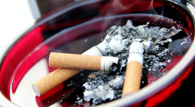 Does smoking increase the risk of cancer at an earlier age?